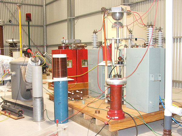 Impulse current tests on surge arrester blocks