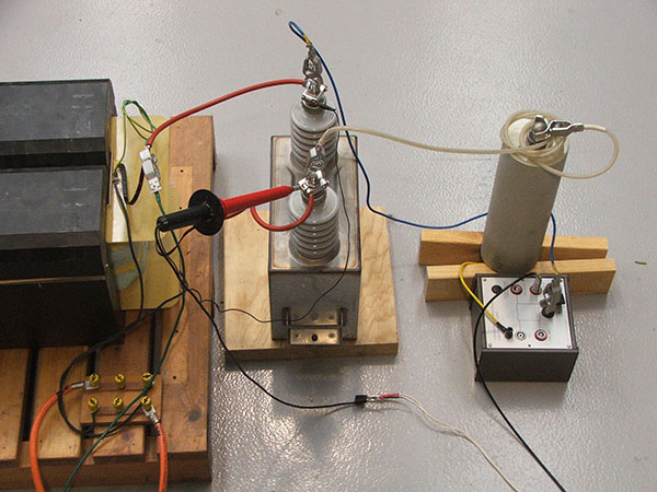 Partial discharge tests on a power capacitor